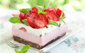 Delicious dessert, strawberry cake HD wallpaper