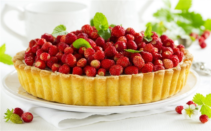 Strawberries piled on the cake Wallpapers Pictures Photos Images