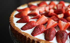 Strawberry cake close-up HD wallpaper