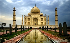 India Agra Taj Mahal, dusk, clouds HD wallpaper