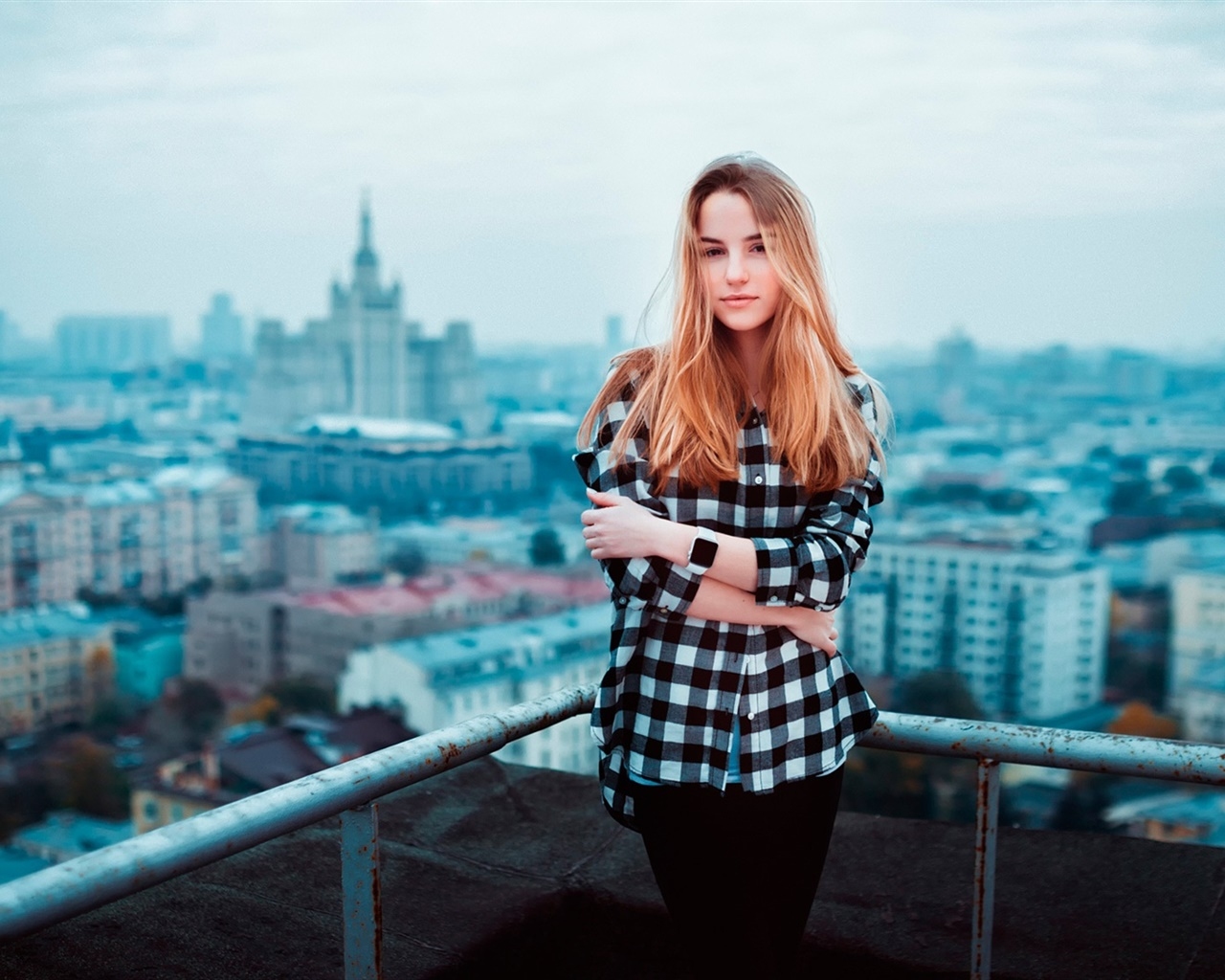 Blonde girl, roof, city 1280x1024 wallpaper