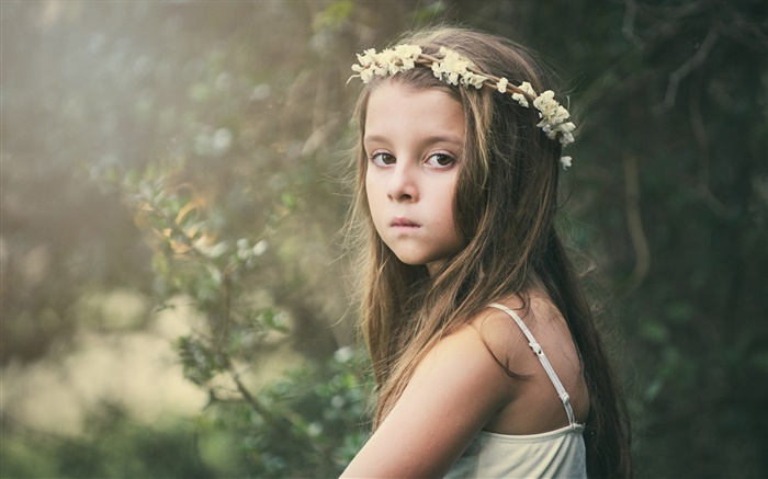 Cute little girl, sadness, child, wreath, flowers Wallpapers Pictures Photos Images