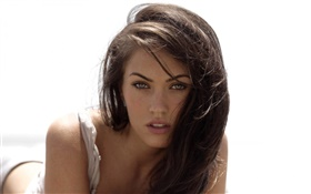 Megan Fox 03 HD wallpaper