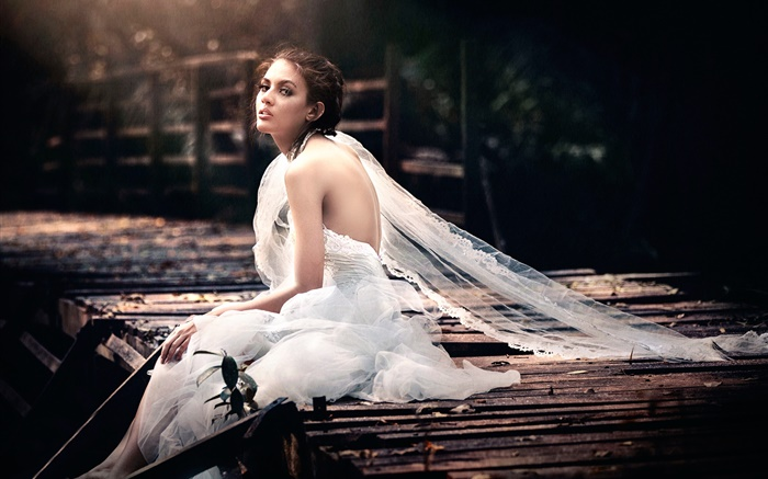 Lonely bride, white dress, look back Wallpapers Pictures Photos Images