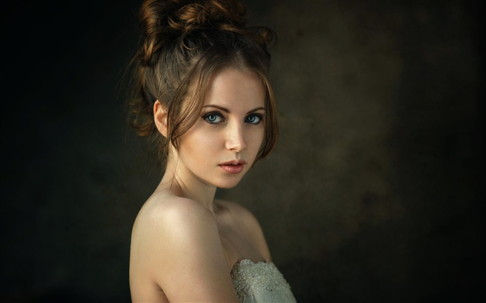 Blue eyes girl, fashion Wallpapers Pictures Photos Images