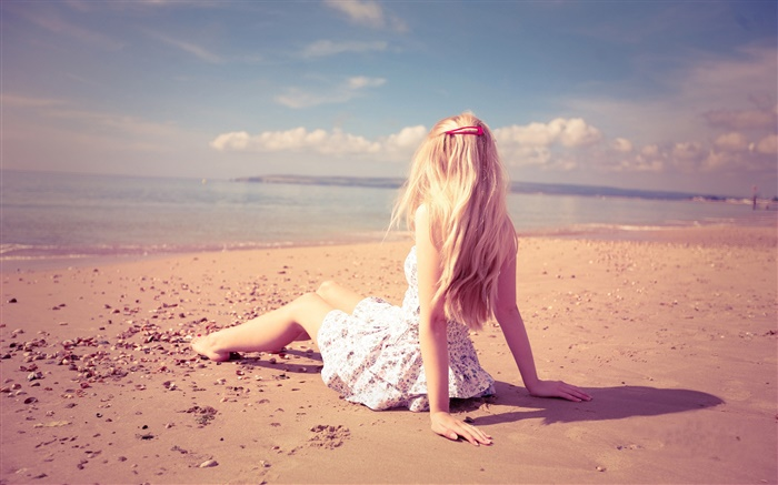 Girl rest at beach, sunshine, summer Wallpapers Pictures Photos Images