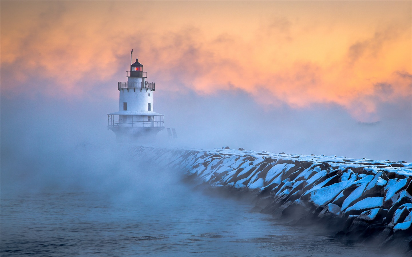 South Portland, Maine, lighthouse, frost, dawn, fog 1440x900 wallpaper.