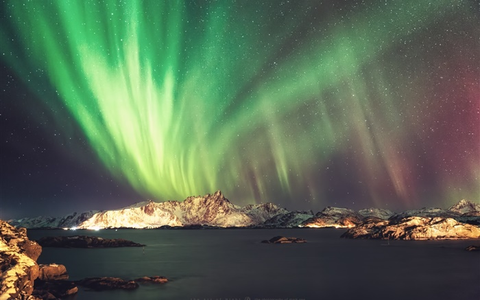 Beautiful night, northern lights, stars, sea, mountains Wallpapers Pictures Photos Images