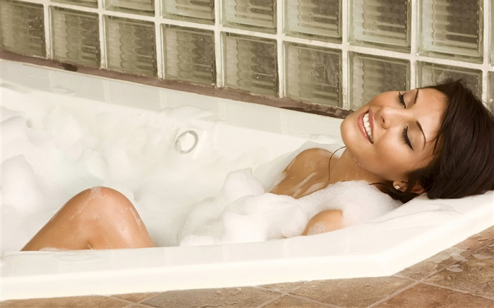 Girl in bathtub Wallpapers Pictures Photos Images