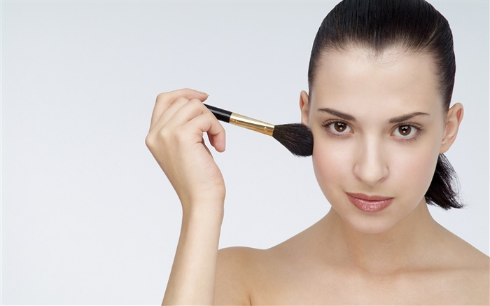 Girl use makeup brush Wallpapers Pictures Photos Images