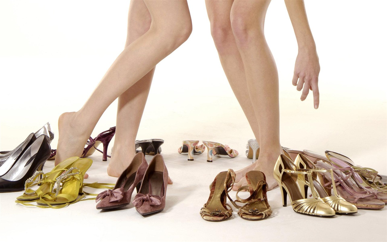 Girls legs, high-heeled shoes 1280x800 wallpaper