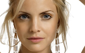 Lovely blonde girl face HD wallpaper