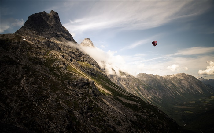 Mountains, clouds, hot air balloon Wallpapers Pictures Photos Images