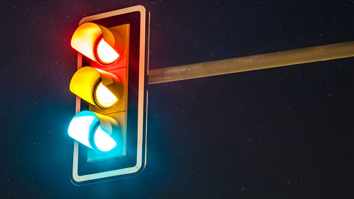 Traffic lights, night 1366x768 wallpaper