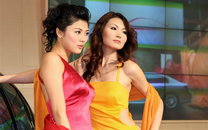 Two Chinese girls pose Wallpapers Pictures Photos Images