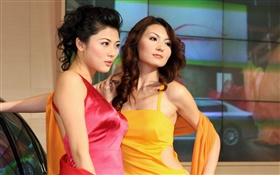 Two Chinese girls pose HD wallpaper