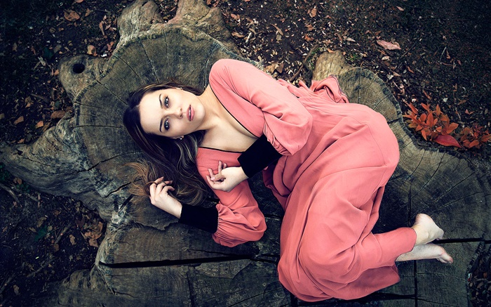 Pink dress girl lying on stump Wallpapers Pictures Photos Images