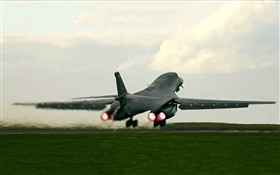 B-1B Lancer bomber takeoff HD wallpaper