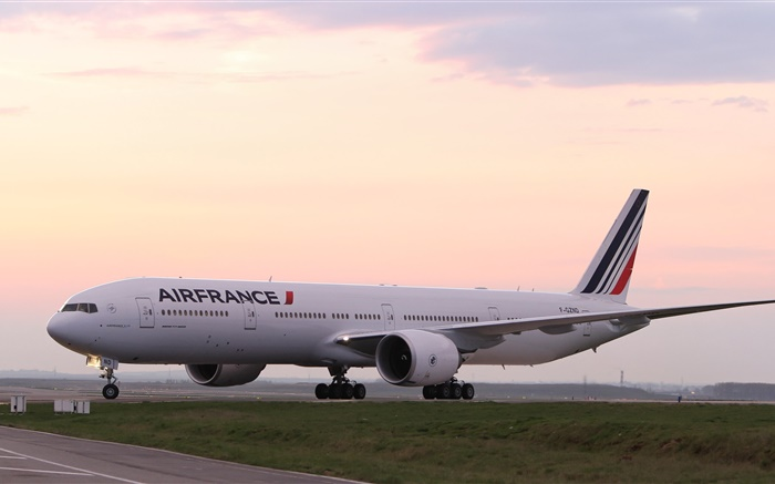 Boeing 777 passenger airliner, France Wallpapers Pictures Photos Images