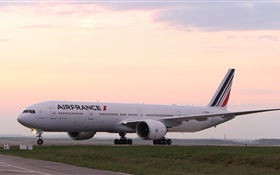 Boeing 777 passenger airliner, France HD wallpaper