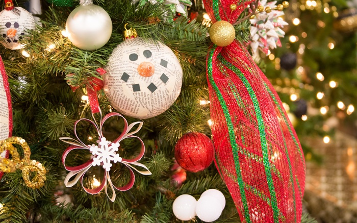 Christmas tree, decoration, toys, balls Wallpapers Pictures Photos Images