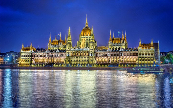 Parliament building, water reflection, lights, Budapest, Hungary Wallpapers Pictures Photos Images
