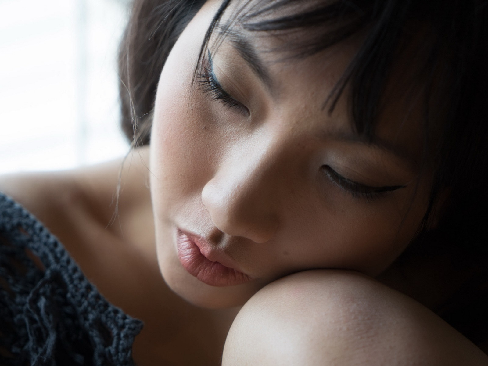 Asian girl sleeping 1600x1200 wallpaper