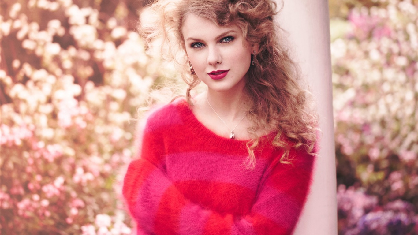 Taylor Swift 25 1366x768 wallpaper