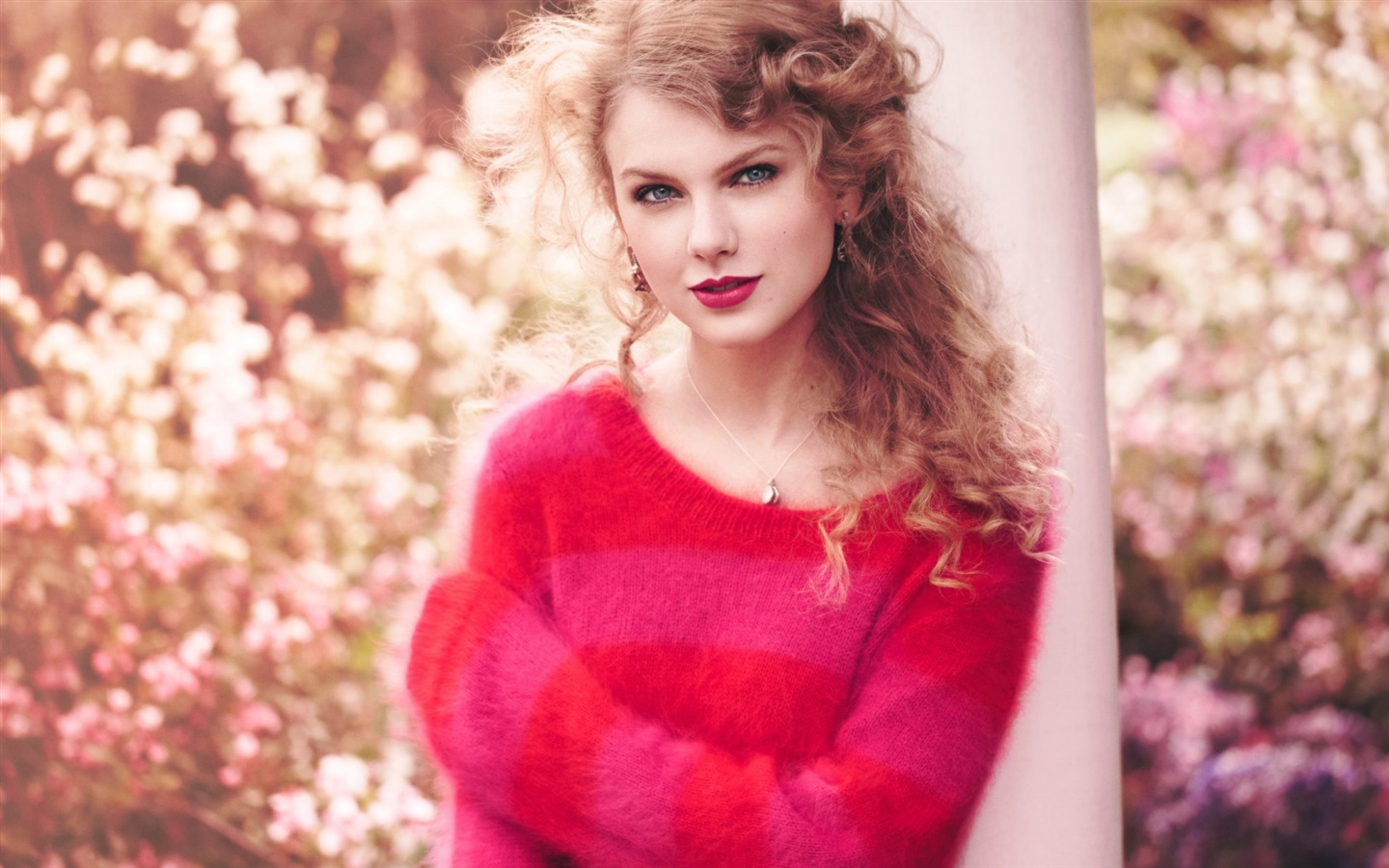 Taylor Swift 25 1440x900 wallpaper