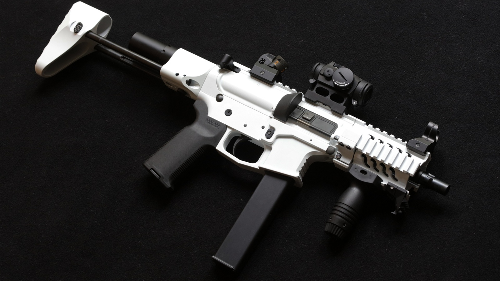 AR-15 style rifle, weapon 1600x900 wallpaper