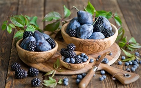 Plums and blackberries HD wallpaper